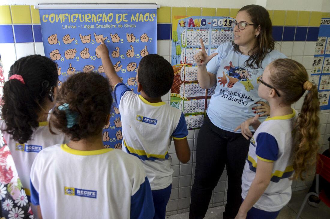 Recife Abre Inscricoes De Cursos Gratuitos De Libras On Line Folha Pe