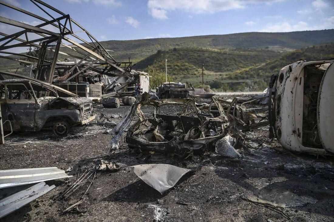 Veículos destruídos na região de Nagorno-Karabakh