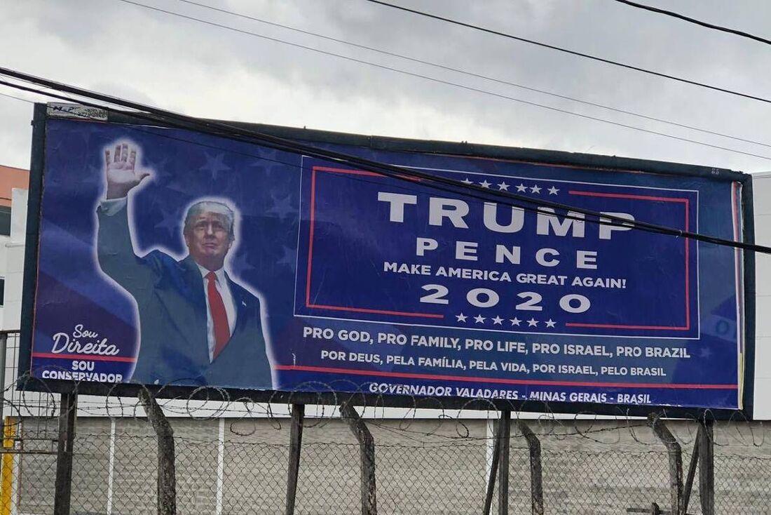 Outdoor para campanha de Donald Trump, em Minas Gerais