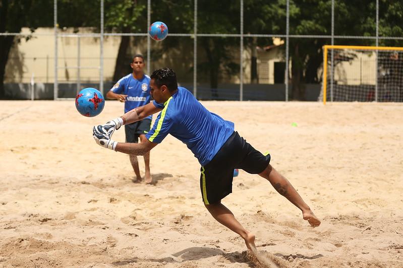 Atletas se preparam para o Campeonato Brasileiro de Beach Soccer