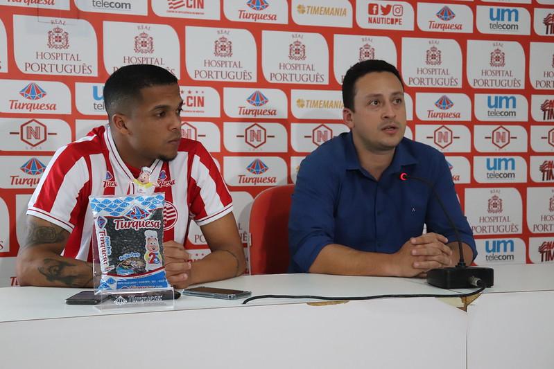 Ítalo Rodrigues (dir), ao lado do lateral-esquerdo Erick Daltro