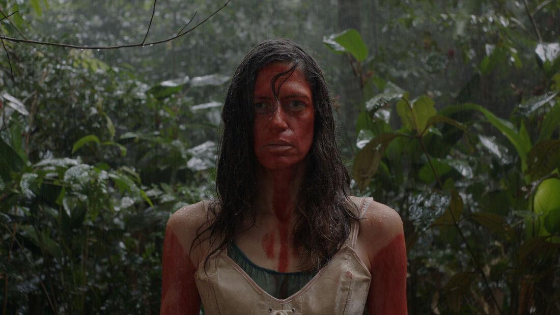 Atriz franco-brasileira, Clara Choveaux, em cena de Luz Nos Trópicos