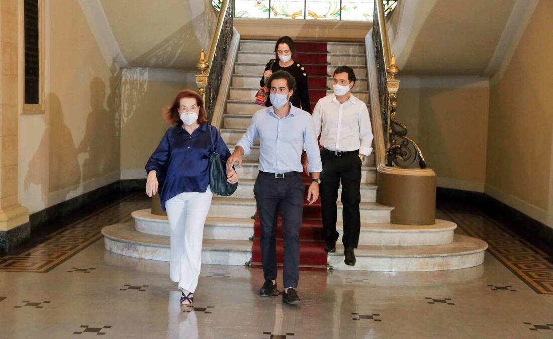 Após reunião no Palácio do Campo das Princesas, família diz que saiu fortalecida