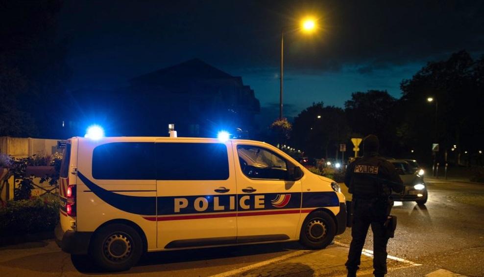 Polícia francesa após professor ser decapitado