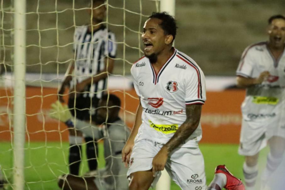 Lourenço, autor do gol que deu a vitória ao Santa Cruz sobre o Treze/PB, pela Série C
