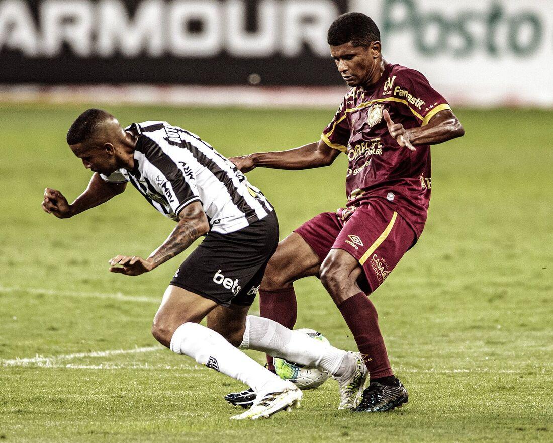 Márcio Araújo em ação contra o Atlético/MG
