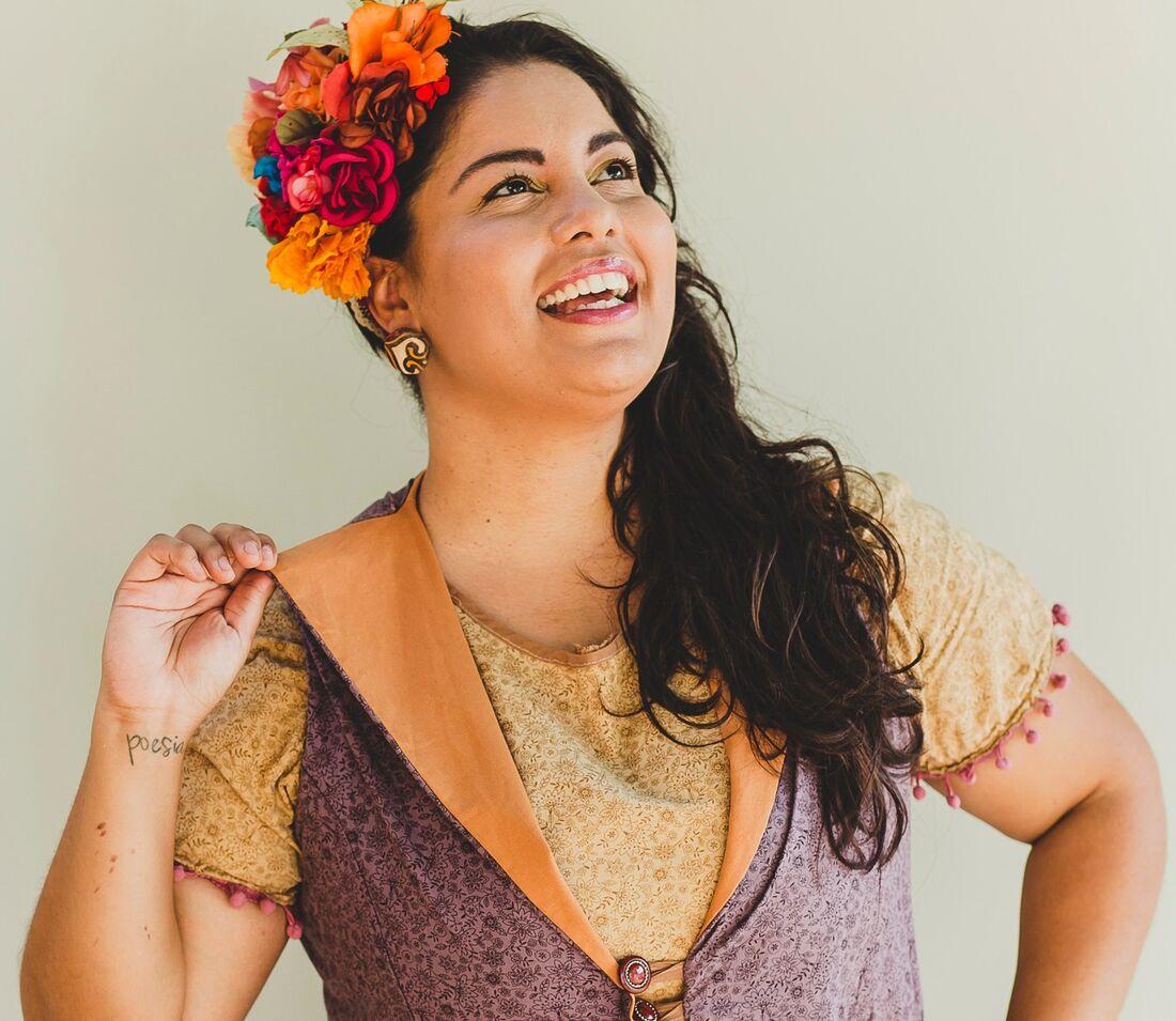 Cordelista Mariane Bigio lança primeiro e-book