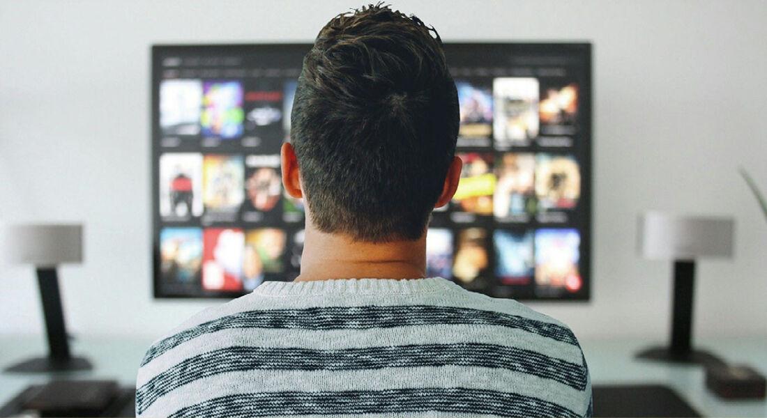 Menos pessoas assistem à TV ao vivo, mas nem todas migraram para o streaming  - Folha PE