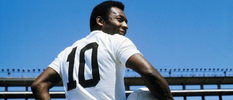 Pelé vestindo a camisa do Santos