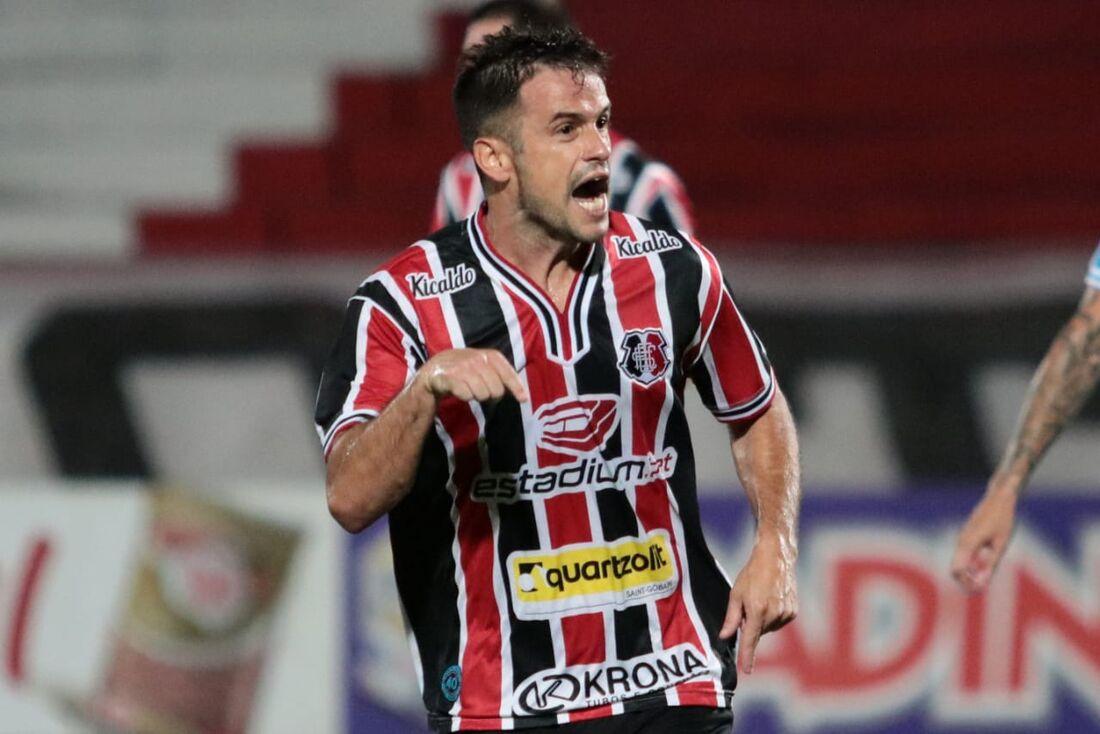 Pipico acerta renovação de contrato com o Santa Cruz