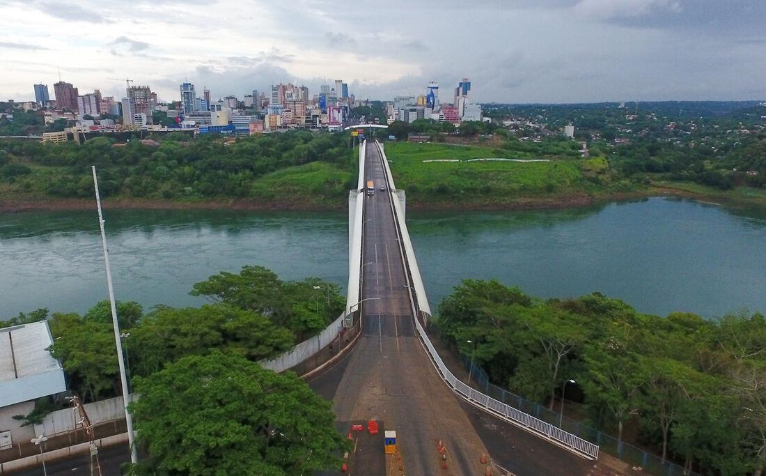Ponte da Amizade liga o Brasil ao Paraguai