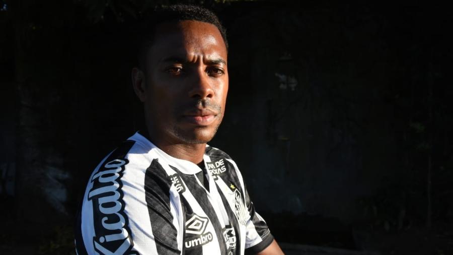 Atacante Robinho teve contrato com o Santos suspenso