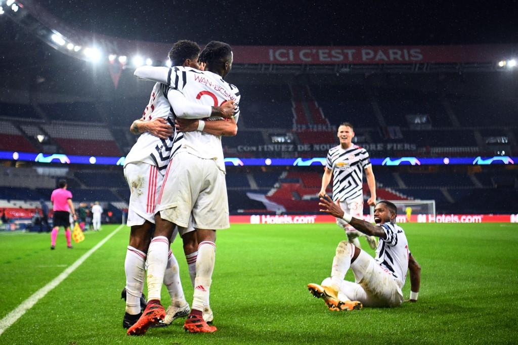 Jogadores do United comemoram gol de Rashford, marcado no fim do jogo