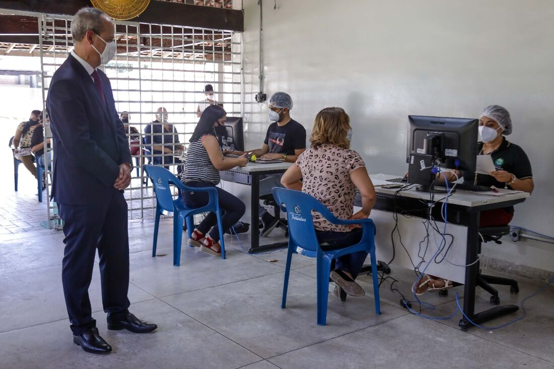 Fred Amancio no Centro de Testagem para Covid-19 dedicado a trabalhadores da educação e seus contactantes