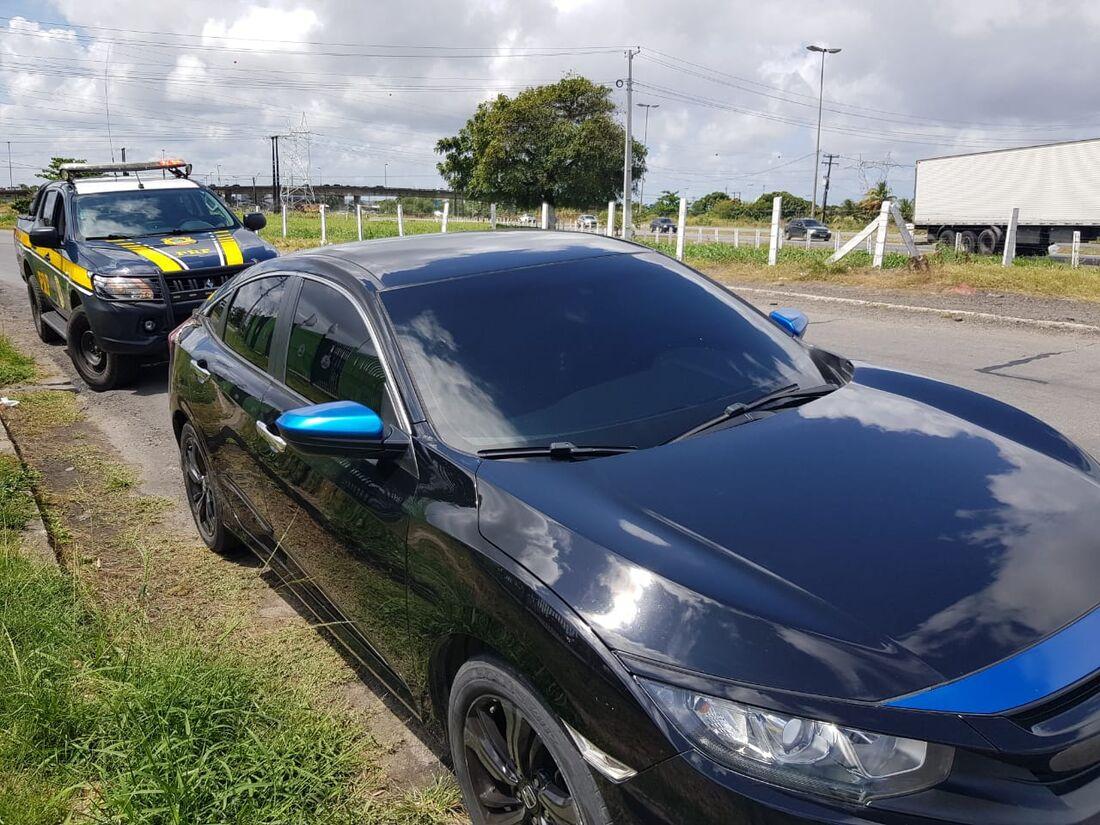 Carro de luxo havia sido roubado no Rio de Janeiro em 2018