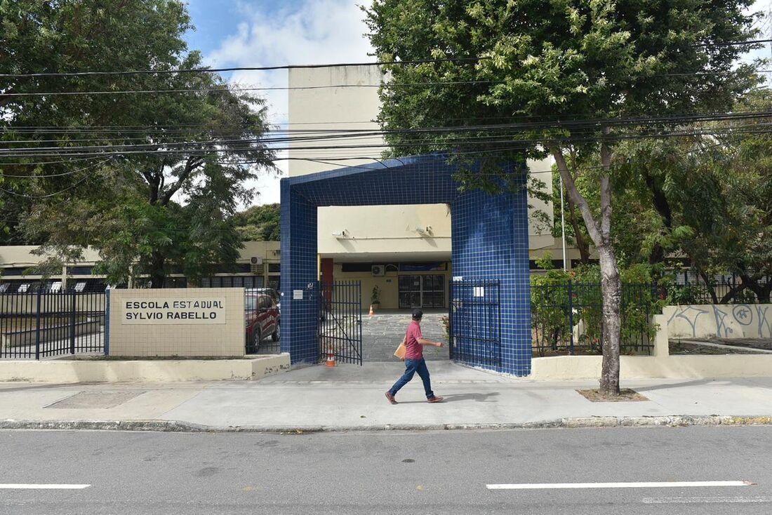 Escola Estadual Sylvio Rabello, localizada na avenida Mário Melo
