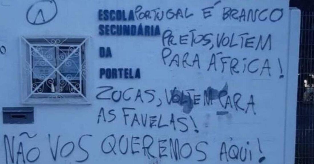 Pixações com mensagens preconceituosas em escola de Portugal