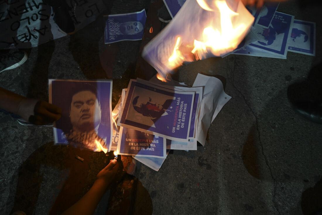 Manifestantes pedem renuncia do presidente da Guatemala, Alejandro Giammattei
