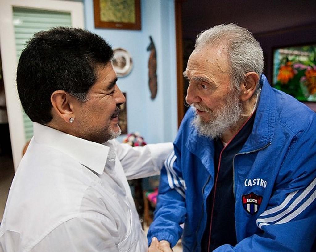 Maradona ao lado de Fidel Castro