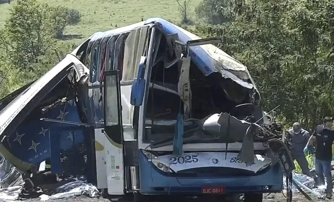 Acidente na rodovia Alfredo de Oliveira Carvalho, entre Taquarituba e Taguaí