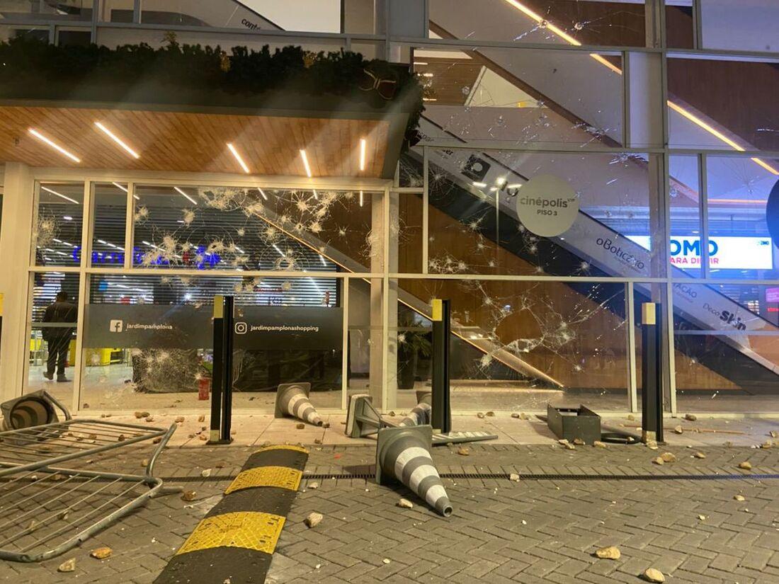 Unidade do supermercado foi depredada em São Paulo