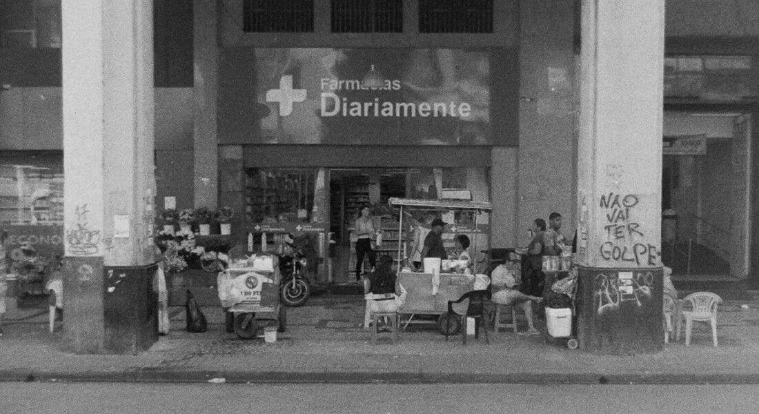 """Farmácias formam imagem-síntese da pesquisa """"Recife, memória inventada"""""""