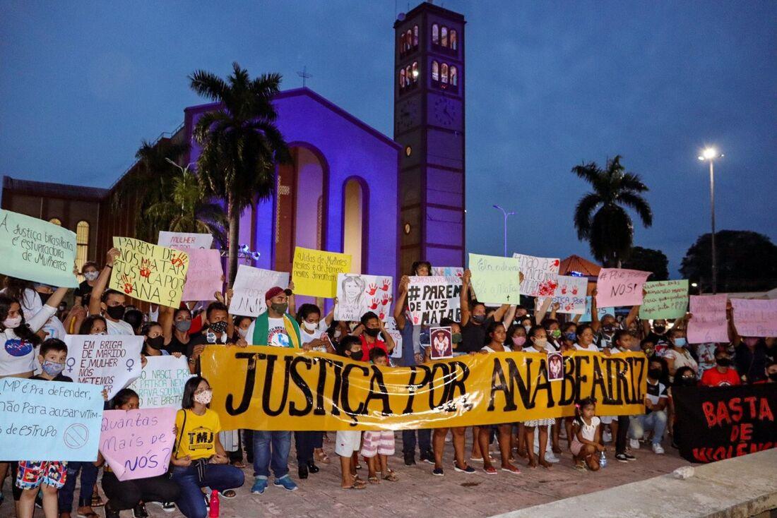 Indígenas da tribo sateré-mawe organizaram um ato cobrando por justiça no caso de Ana Beatriz