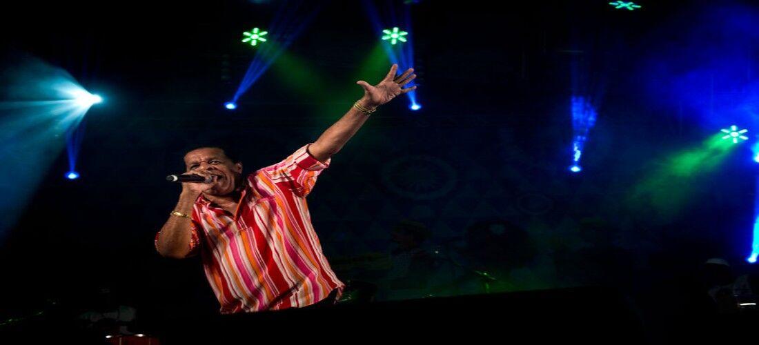 Belo Xis, sumidade no samba pernambucano, abrilhanta o palco com performances e composições há 45 anos