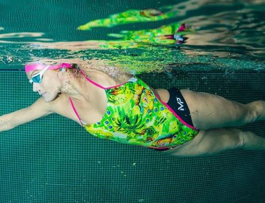 Mayra Santos é a mais nova recordista mundial de natação estática contra a corrente
