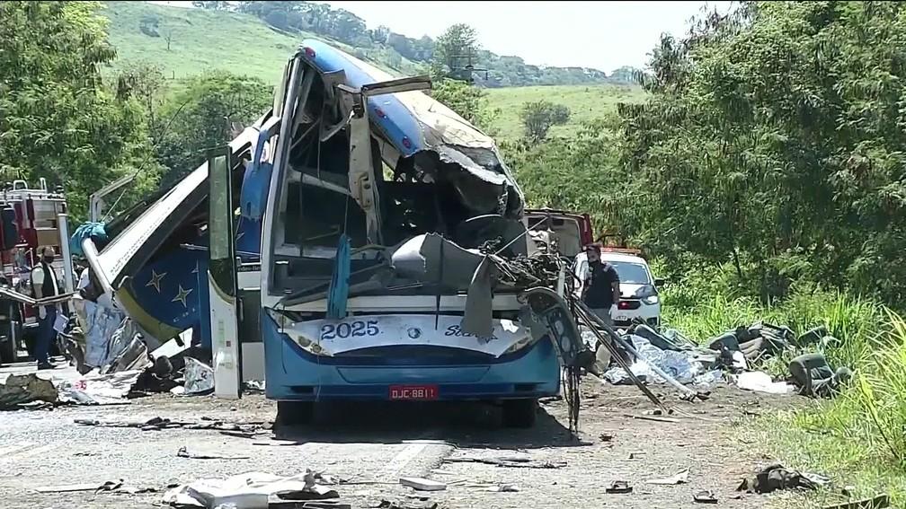 Ônibus levava funcionários de uma empresa têxtil