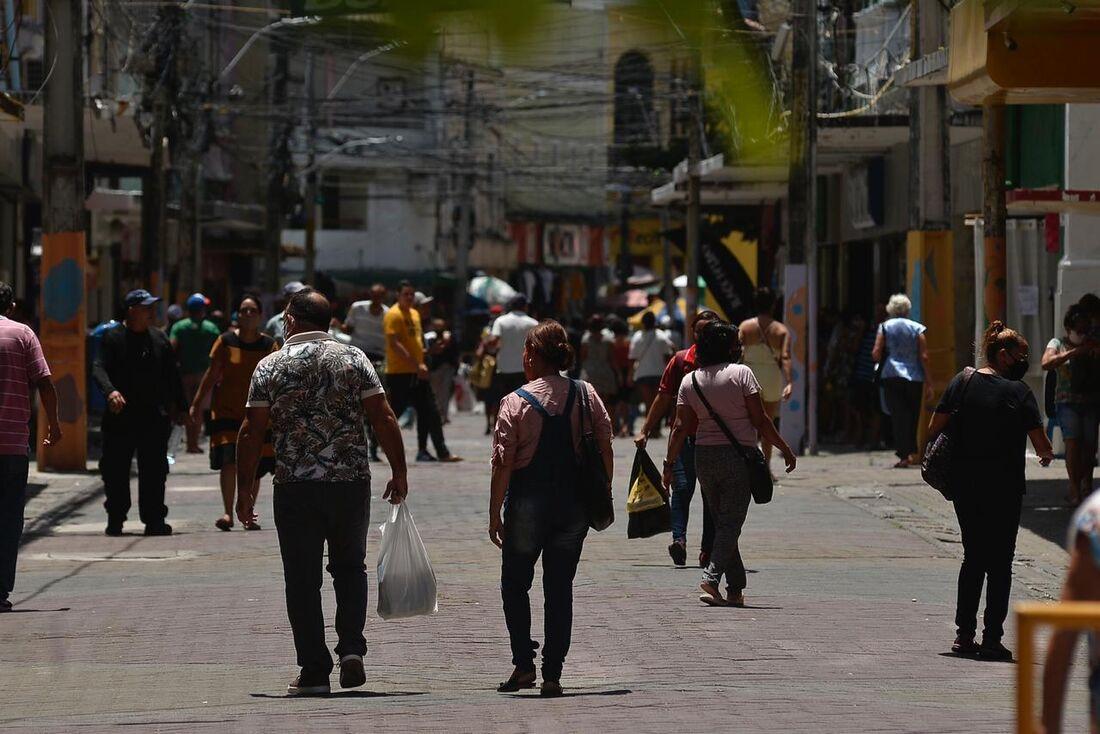 Movimentação do comércio no Centro do Recife