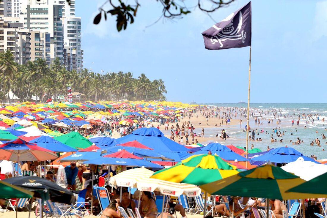 Praia de Boa Viagem neste domingo (22)