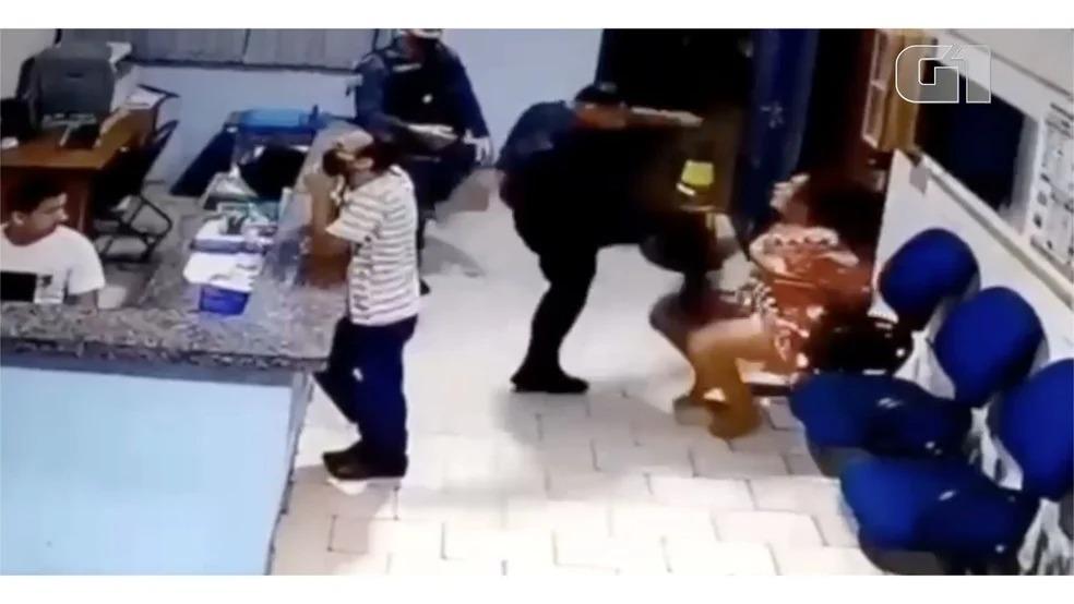 Tenente da PM, André Luiz Leonel Andréa, agredindo mulher de 44 anos