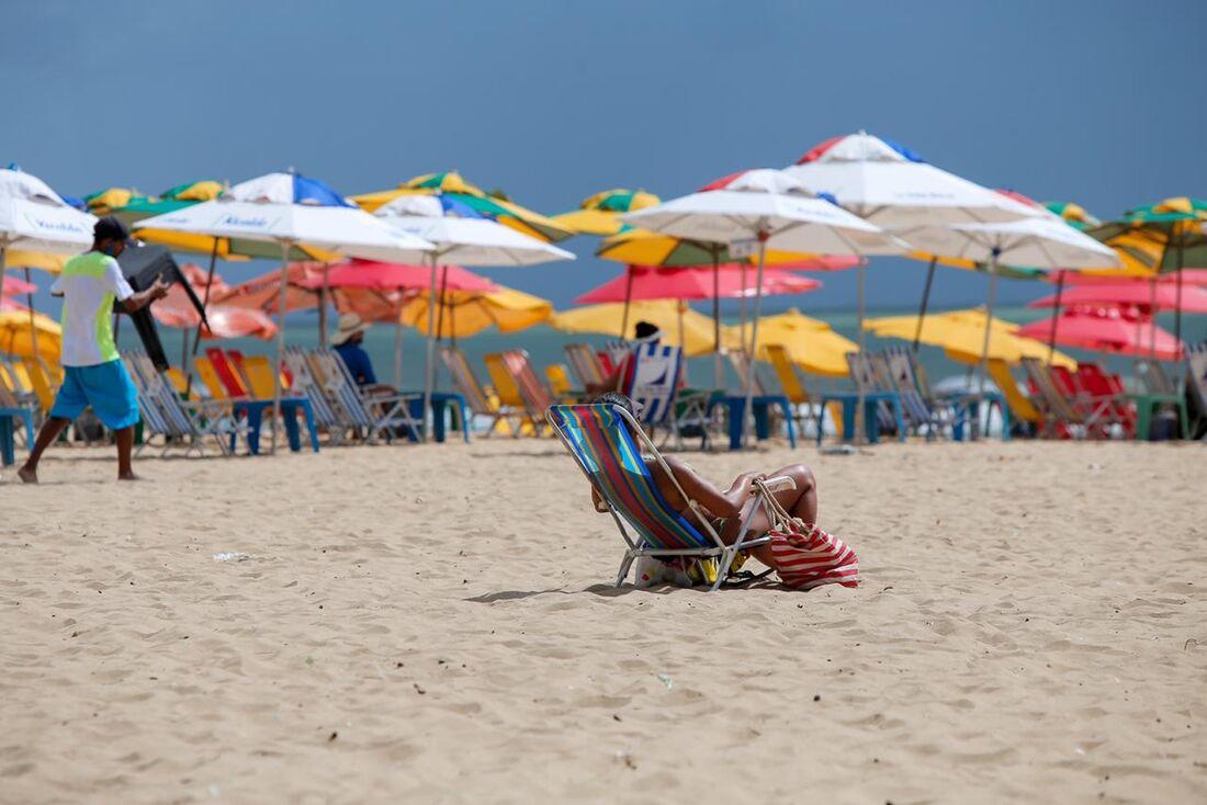 Praia de Boa Viagem neste domingo de 2º turno de eleição