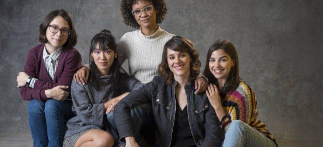 "Keyla (Gabi Medvdoski), Benê (Daphne Bozaski), Ellen (Heslaine Vieira), Tina (Ana Hikari) e Lica (Manoela Aliperti) em ""As five""."