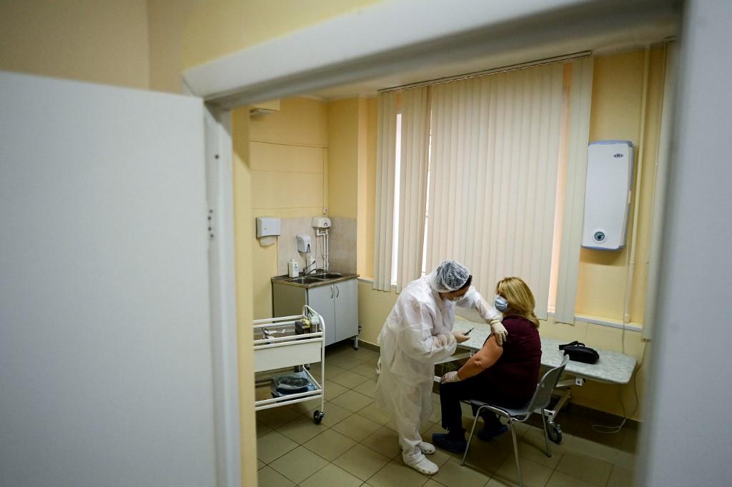 Vacina Sputnik V começa a ser administrada em Moscou, na Rússia
