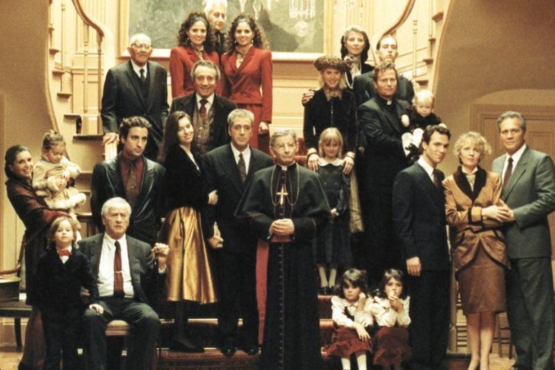 A família Corleone em cena do filme de 1990-2020