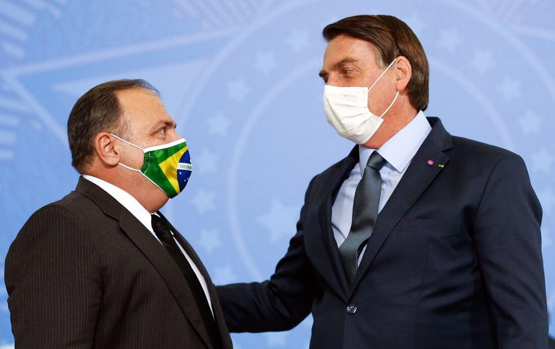Bolsonaro defende Pazuello e diz que ministro é 'tremendo de um gestor' -  Folha PE
