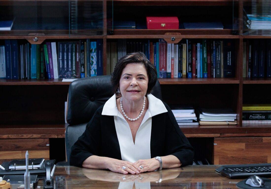 Ministra Ana Arraes