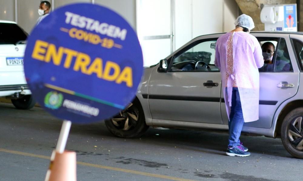 Centro de testagem de Covid-19 no Centro de Convenções, em Olinda