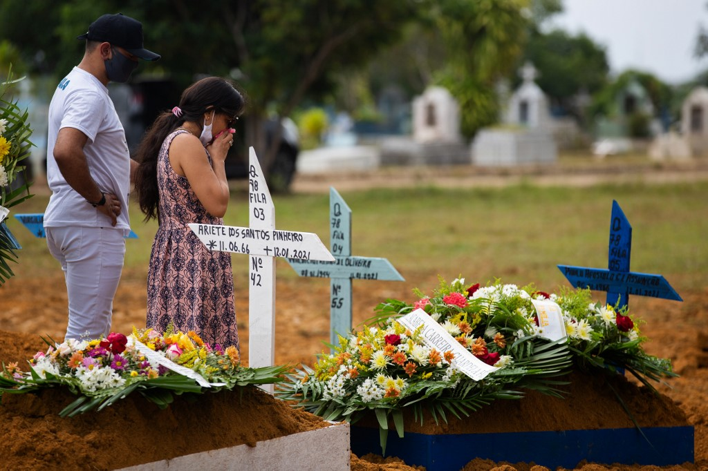 Famílias convivem com a dor de perder entes queridos para a Covid-19