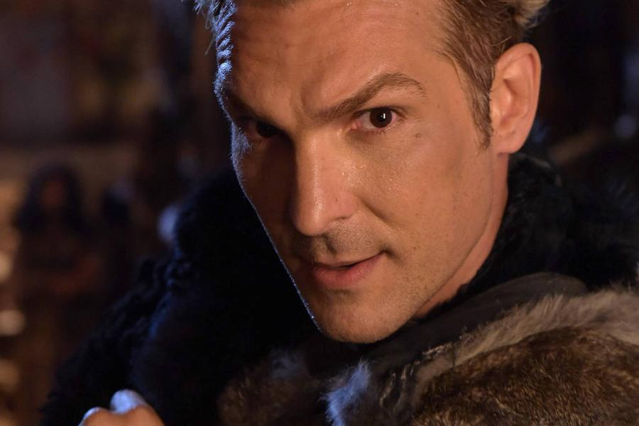 O ator Igor Rickli vive o personagem Lúcifer na novela
