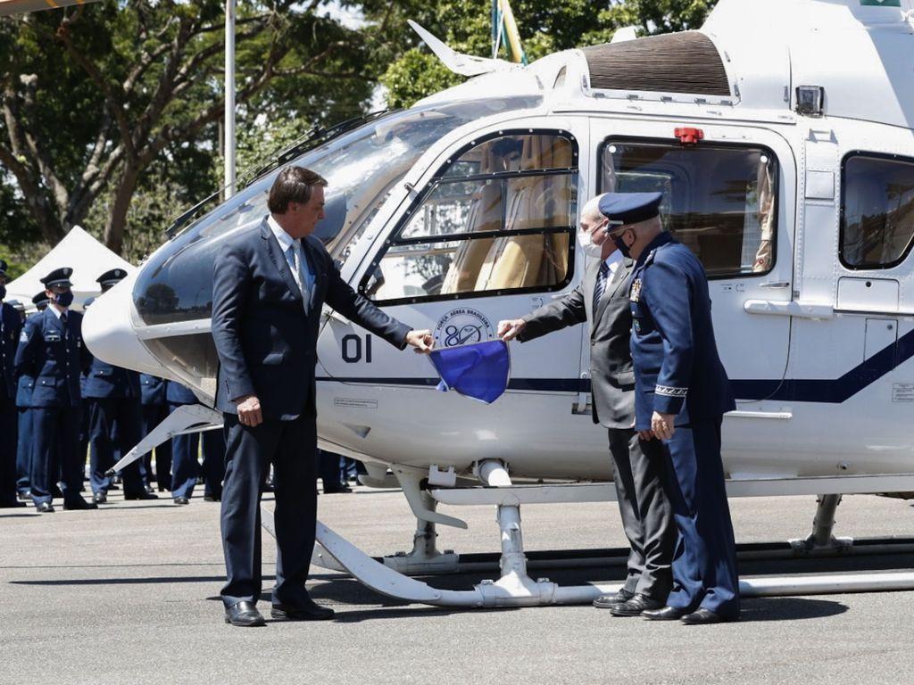 O Presidente Jair Bolsonaro, participa da cerimônia comemorativa do 80º aniversário do Comando da Aeronáutica, na Base Aérea de Brasília