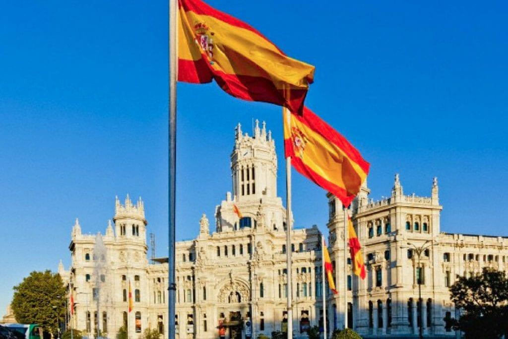 O chefe do Estado-Maior espanhol, Miguel Angél Villarroya, que não se enquadra no grupo privilegiado, foi acusado de burlar as normas estabelecidas para vacinação.