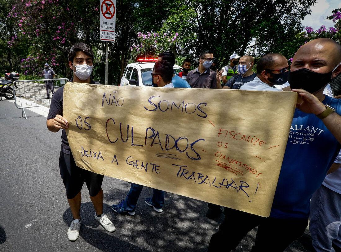 Donos de restaurantes e bares protestam em SP