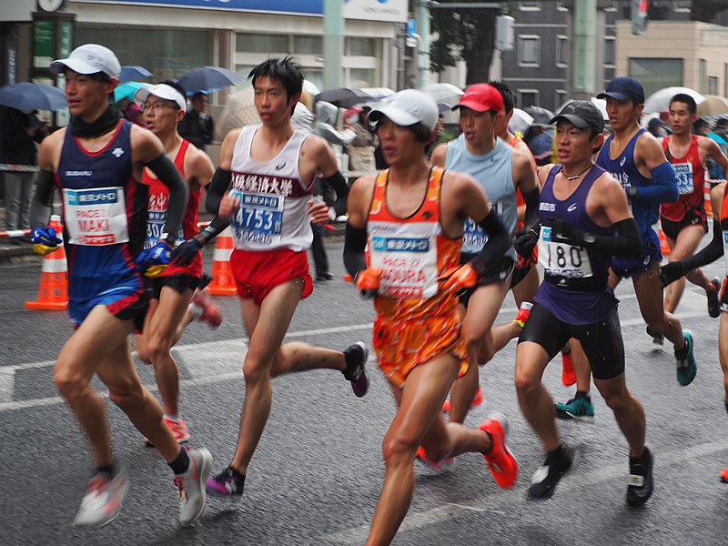 Corredores na Maratona de Tóquio de 2019