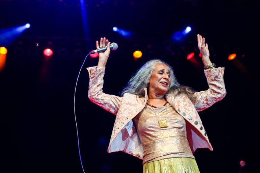 Maria Bethânia em show em São Paulo, em 2017