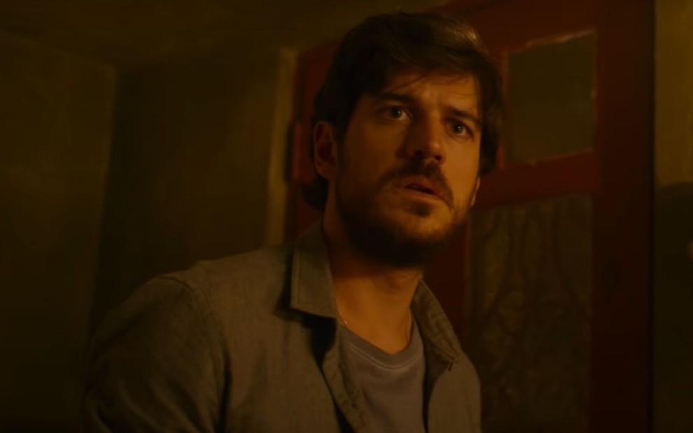 Marco Pigossi no trailer de Cidade Invisível, série que estreia em 5 de fevereiro na Netflix