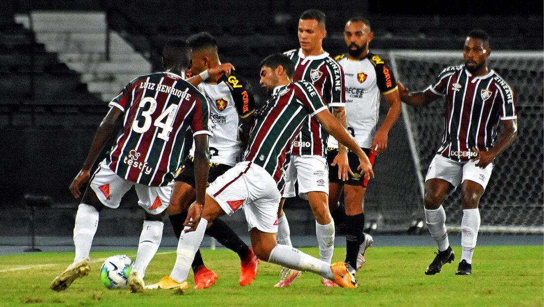 Com um a menos desde os 37 minutos do primeiro tempo, Sport perde para o Fluminense por 1 a 0