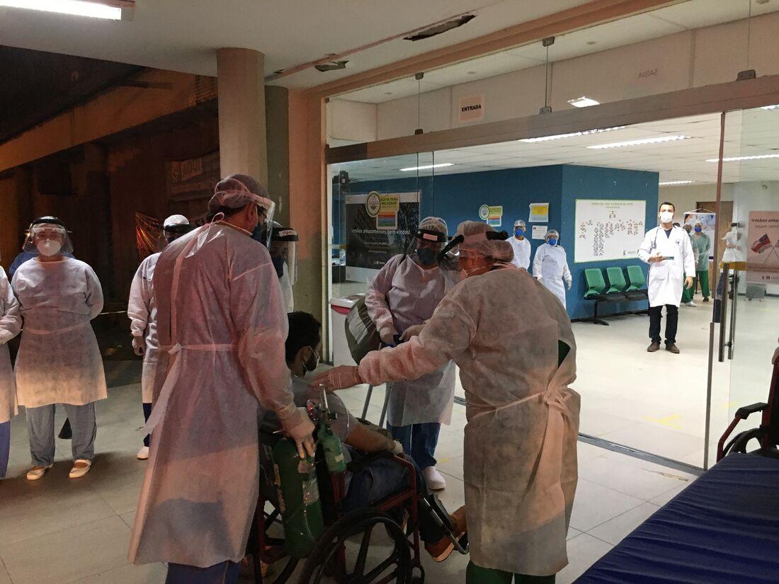 Pacientes chegaram ao Hospital das Clínicas da UFPE, vindo de Manaus